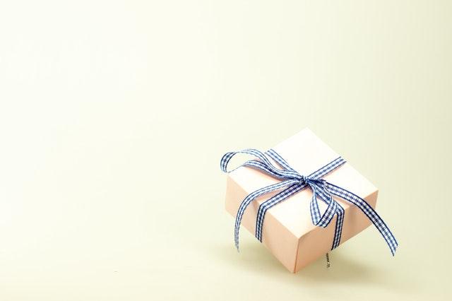Proper host and hostess gift-giving etiquette